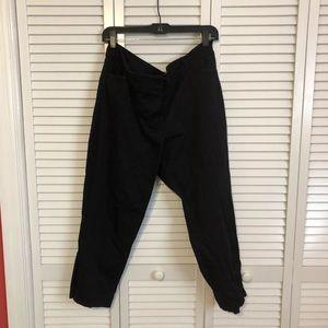 Black capri dress pants. GUC.